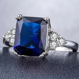 Stunning 🍃blue crystal, sapphire, cocktail ring🎊